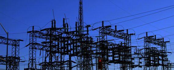 torre de equipamiento eléctrico